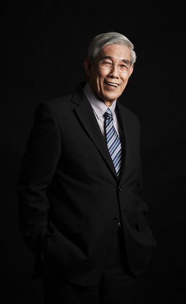 诗素吉资深教授