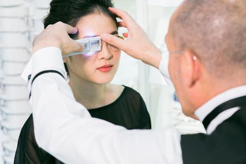 แว่นตาอัลตร้าโปรเกรสซีฟเฉพาะบุคคล ระบบดิจิตอล 3 มิติ เทคโนโลยีใหม่ ของศูนย์แว่นตาไอซอพติก ดีอย่างไร ?